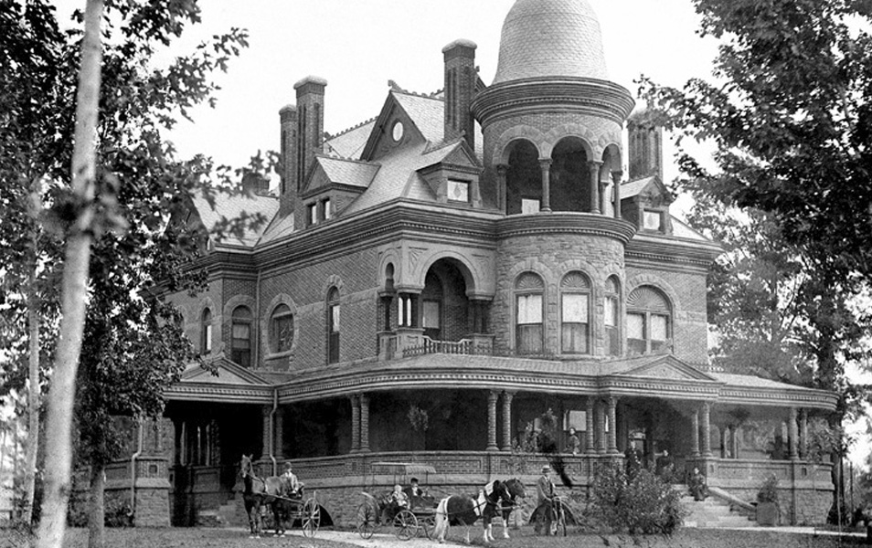 Photograph of the Seiberling Mansion.