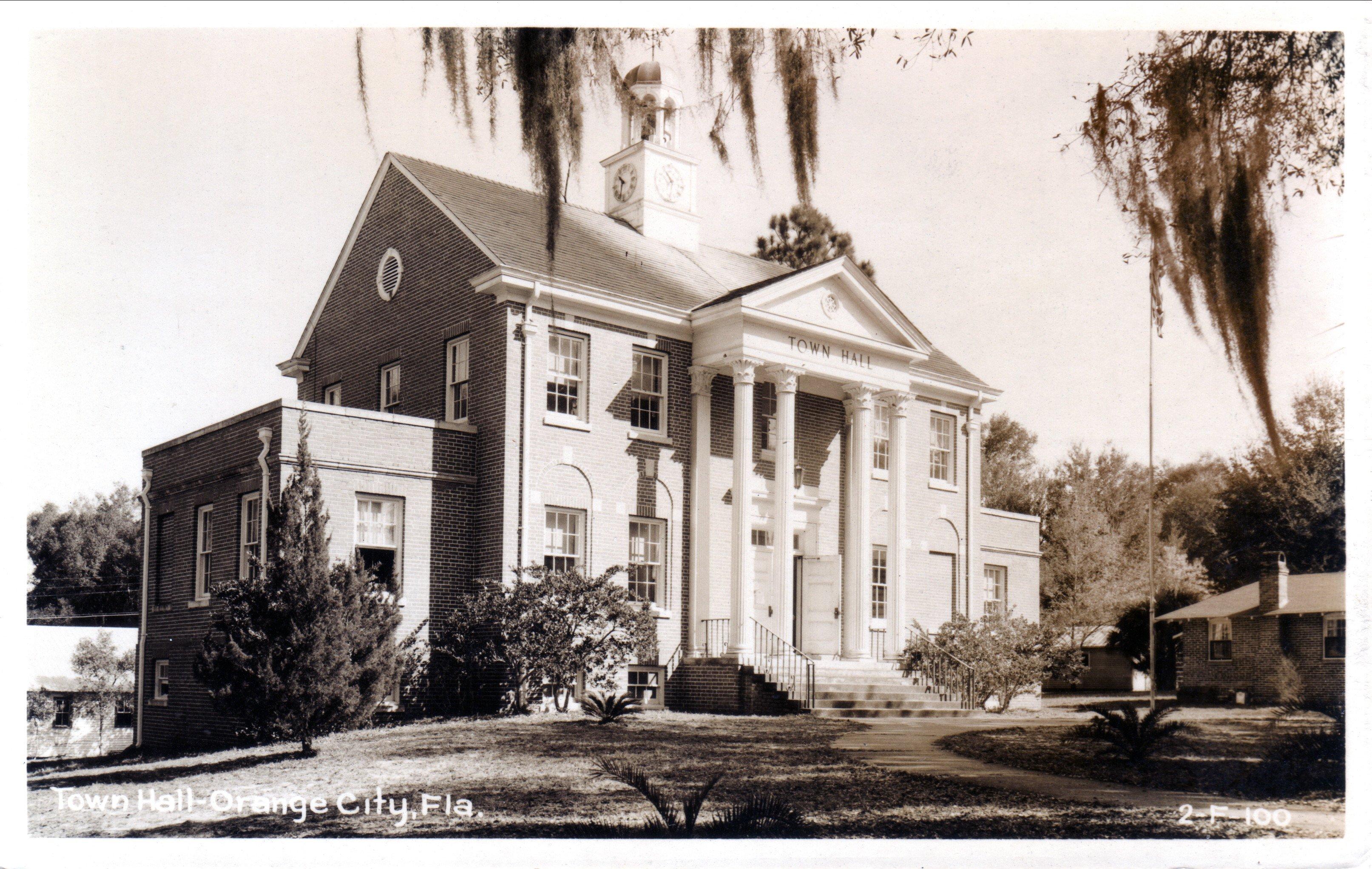 Town Hall - Orange City, FL 2-F 100  c.1940