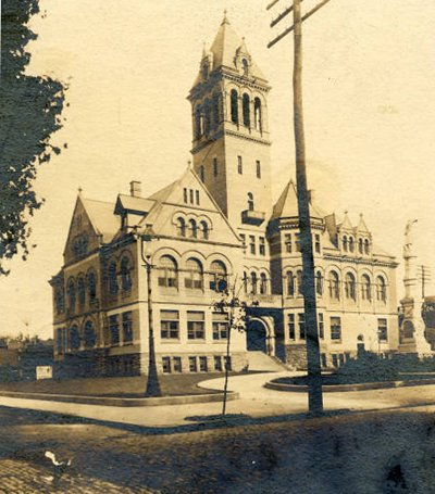 An early 20th century photograph of the then City Hall.