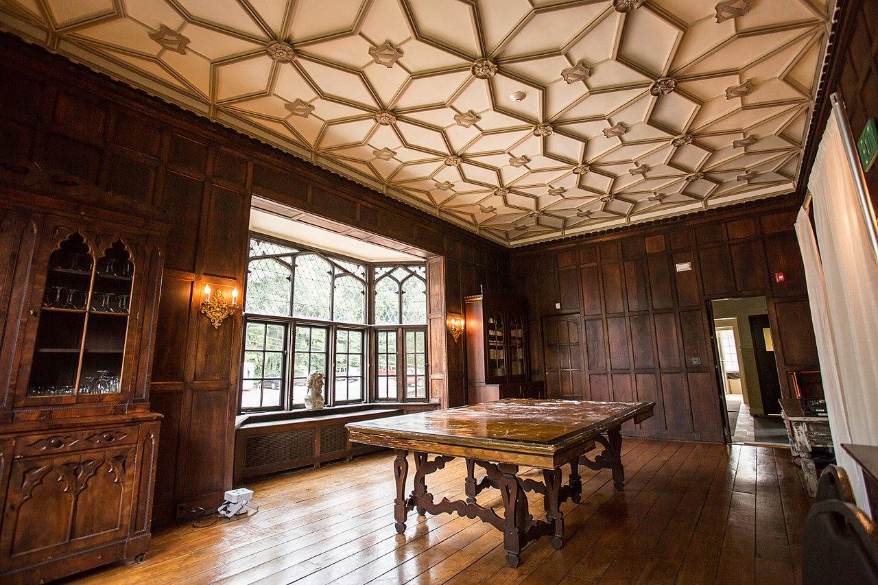 Plasterwork was done by Italian craftsmen from New York City.