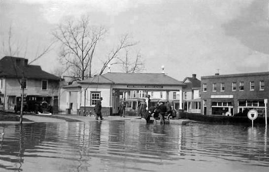 Pure Oil Station at Sixteenth Street and Fourth Avenue in 1937