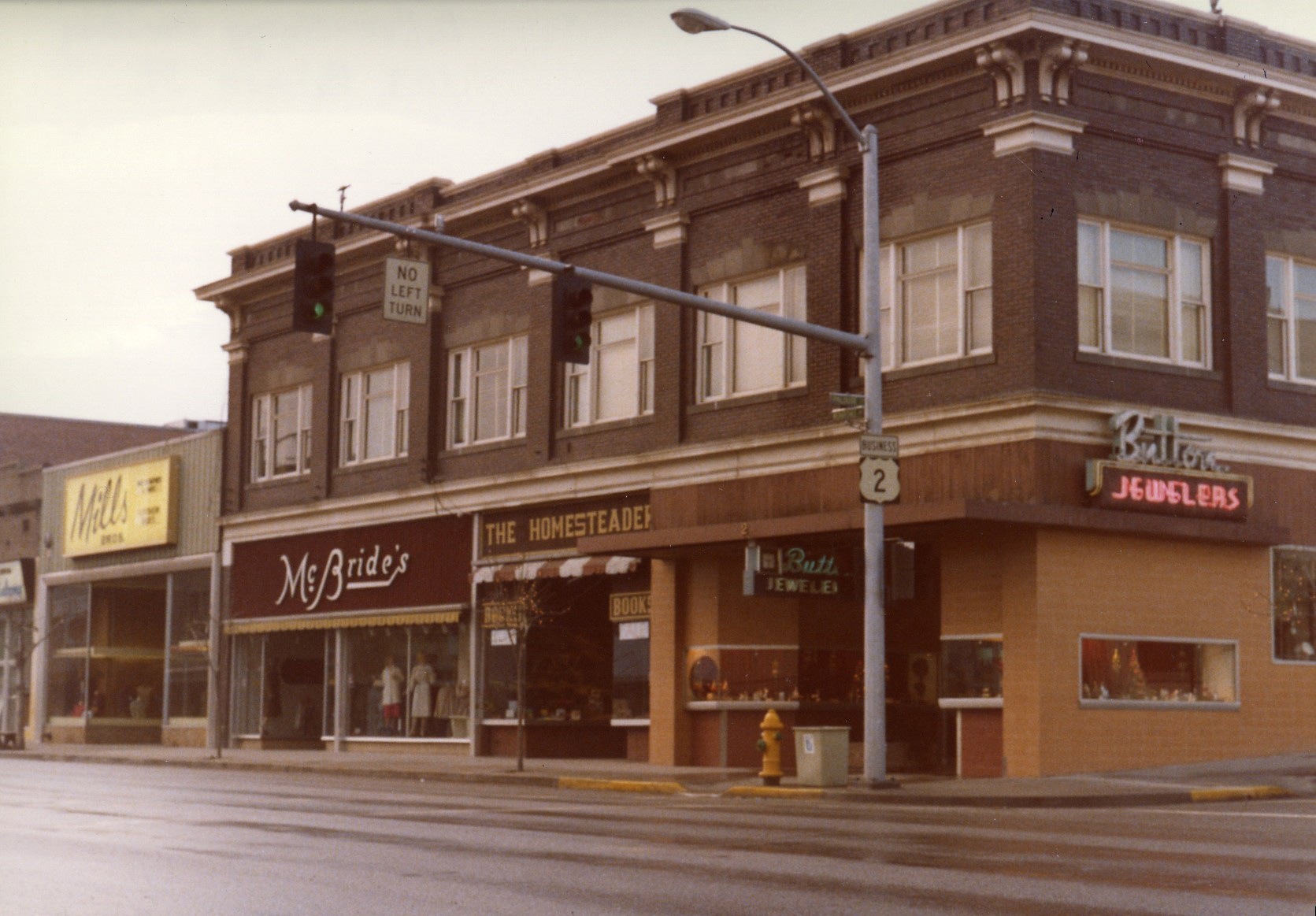 An image showing the facade from 1985.
