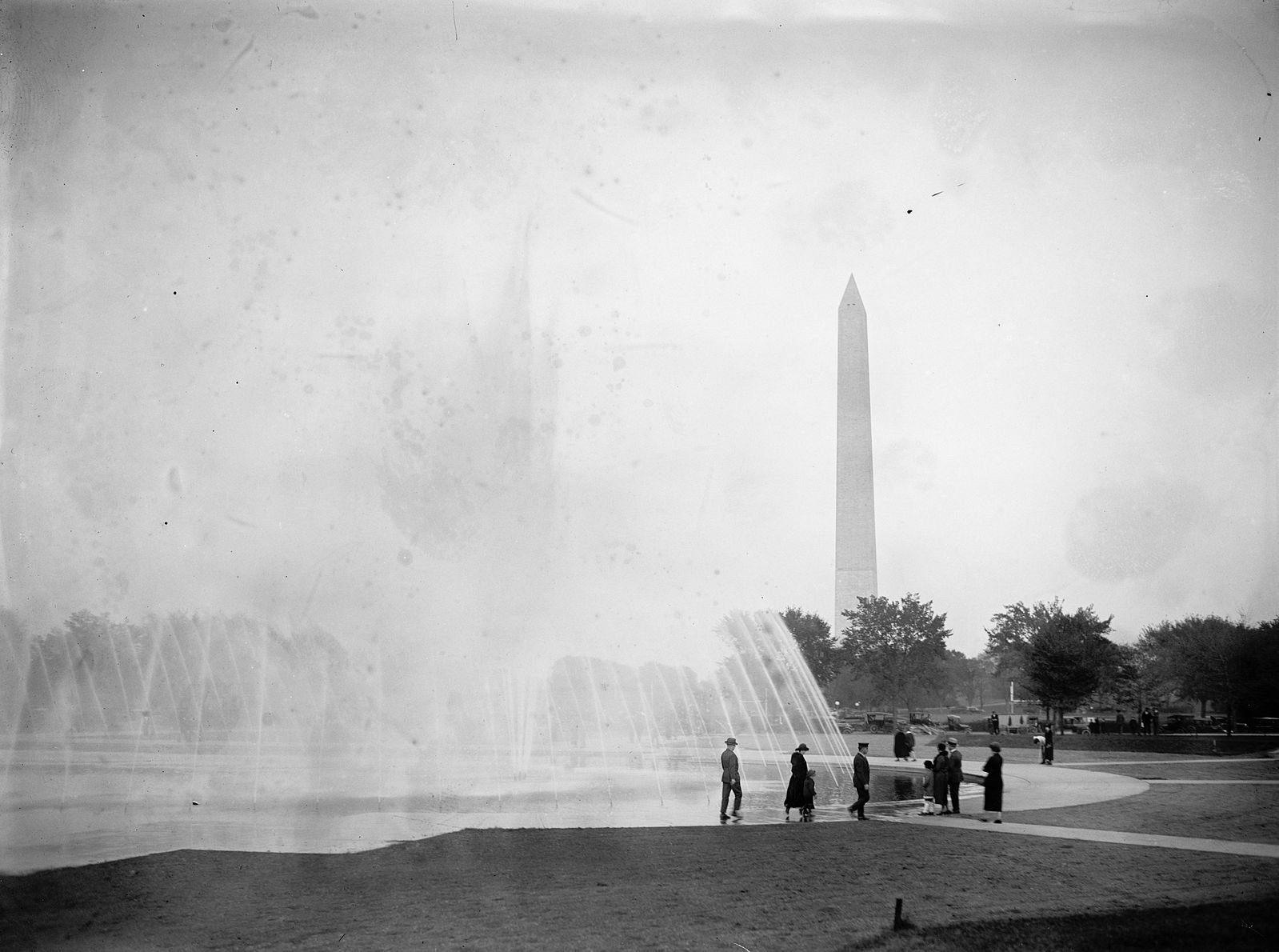 The Rainbow Pool, named for the colored rays that appeared in the sunshine, was built in 1912 and later incorporated in the National World War II Memorial. Photo courtesy of the Library of Congress.