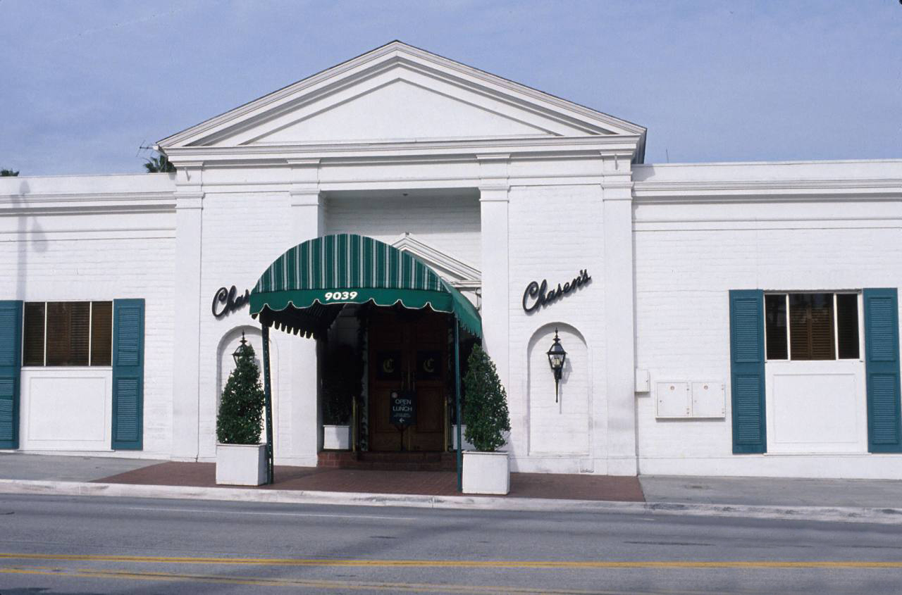 Chasen's Restaurant, located on the corner of Beverly Boulevard, as it appeared in the 1980s