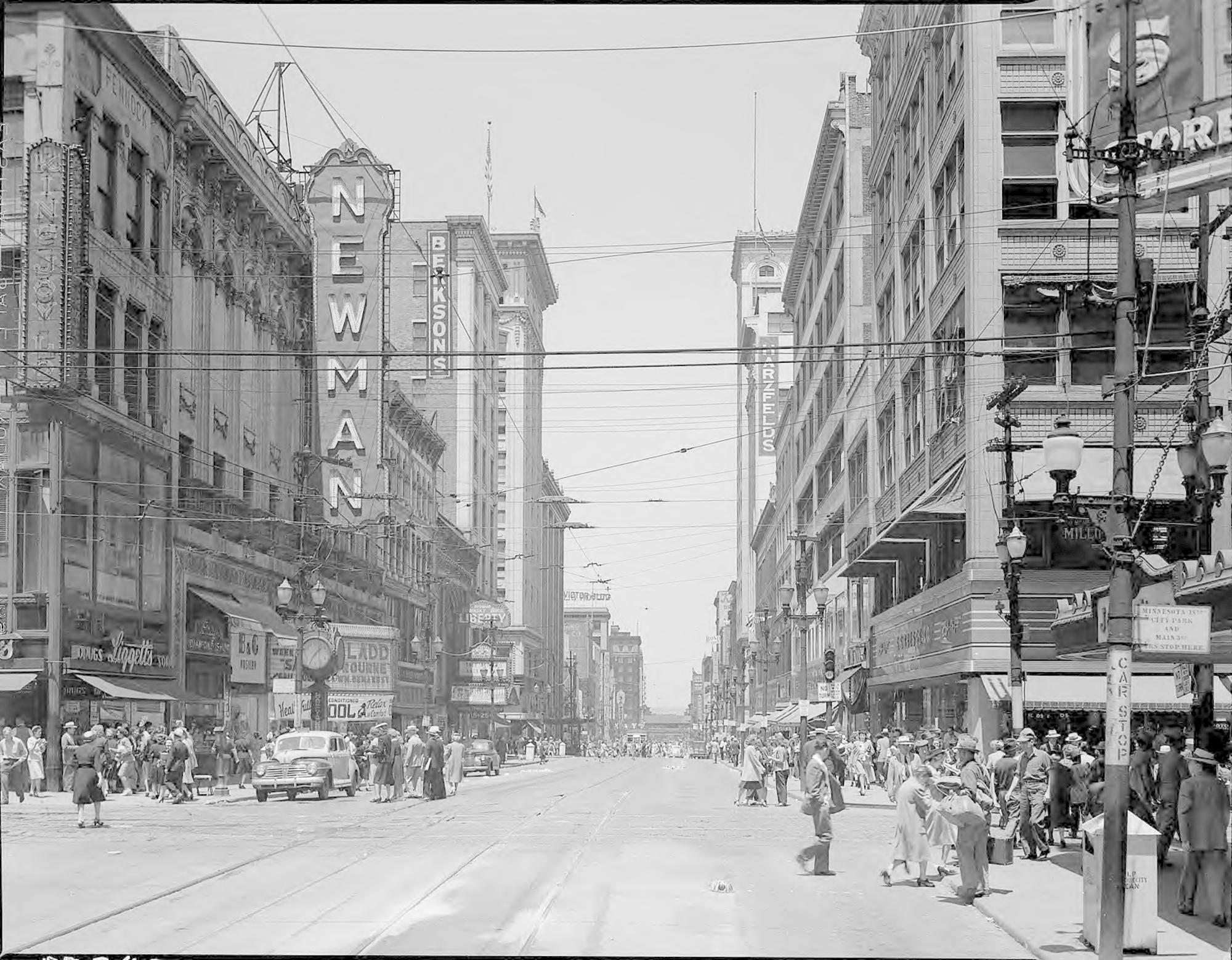 View of Main Street looking north from 12th Street in the 1940s. The Newman can be seen on the left, before it was renamed the Paramount. Image courtesy of the Missouri Valley Special Collections.