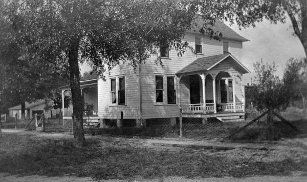 The A.D. Cottage - Orange City, Florida. 1910. Black & white photonegative, 4 x 5 in. State Archives of Florida, Florida Memory. <https://www.floridamemory.com/items/show/145552>, accessed 5 February 2019.