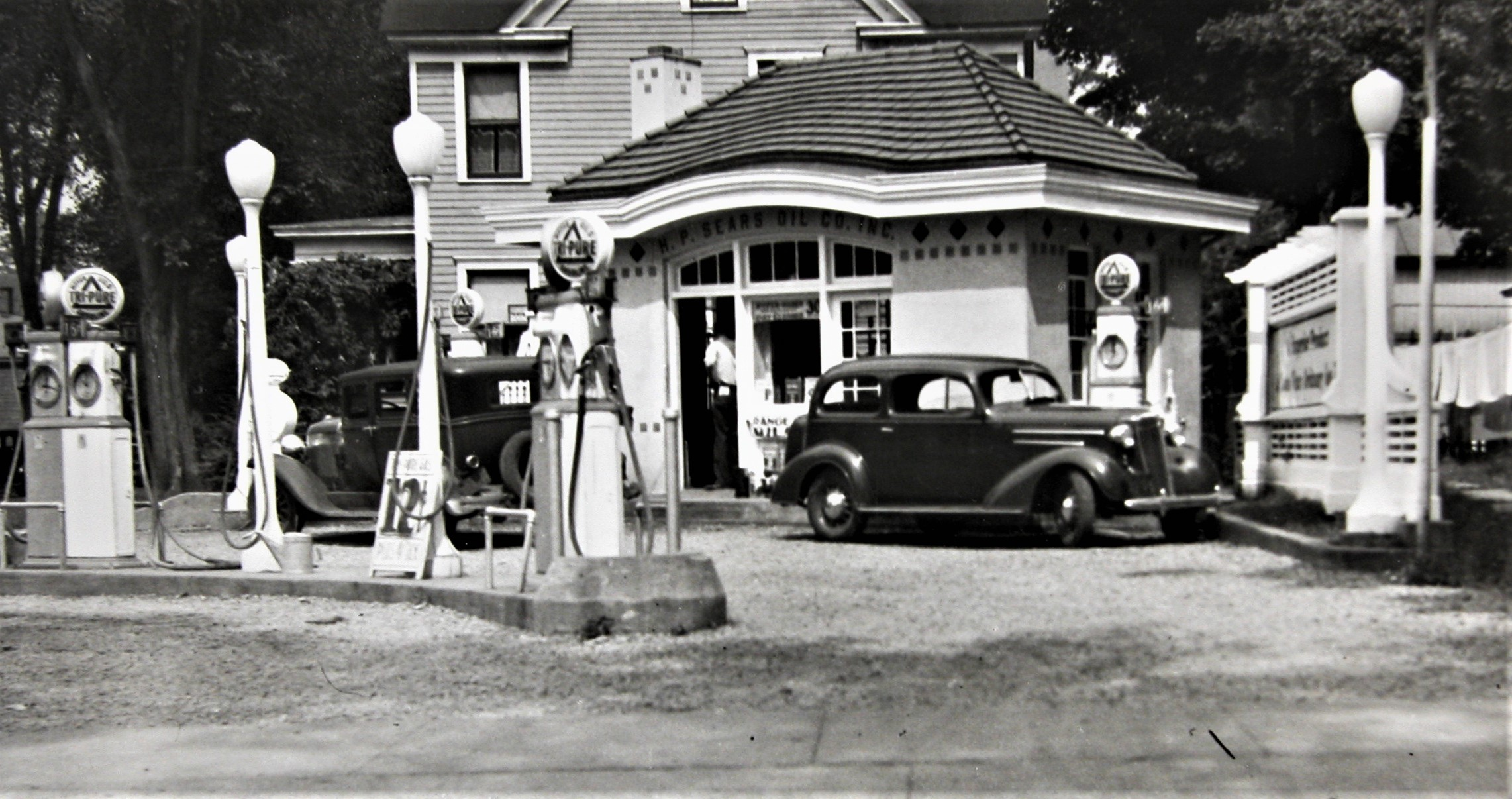The service station as it existed in 1929.  Photo supplied by Rome Historical Society.