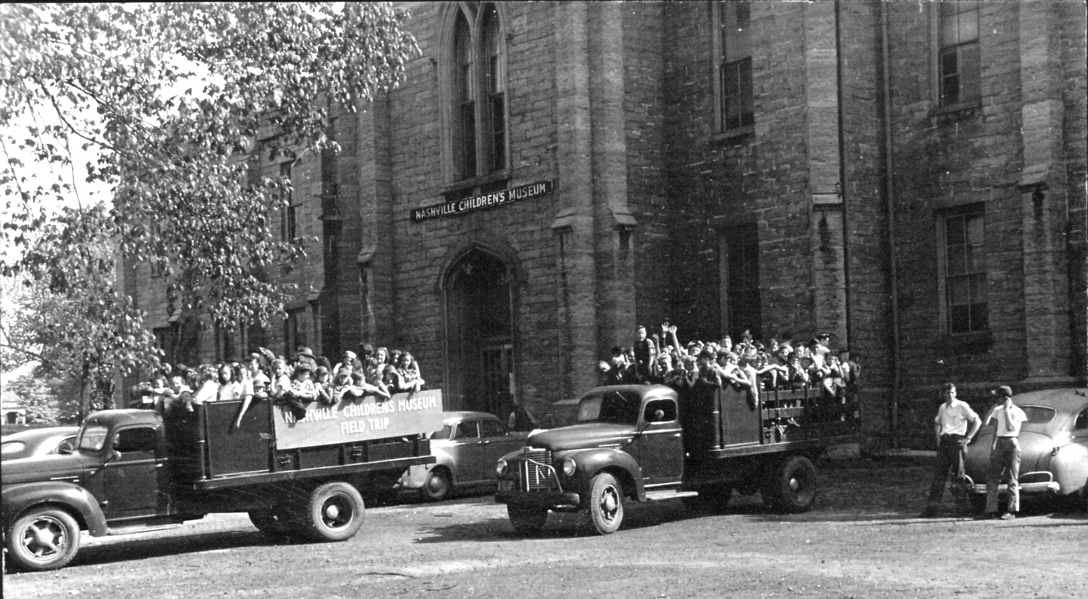 Students arrive to the Museum by the truck-full circa 1950. Credit: Adventure Science Center
