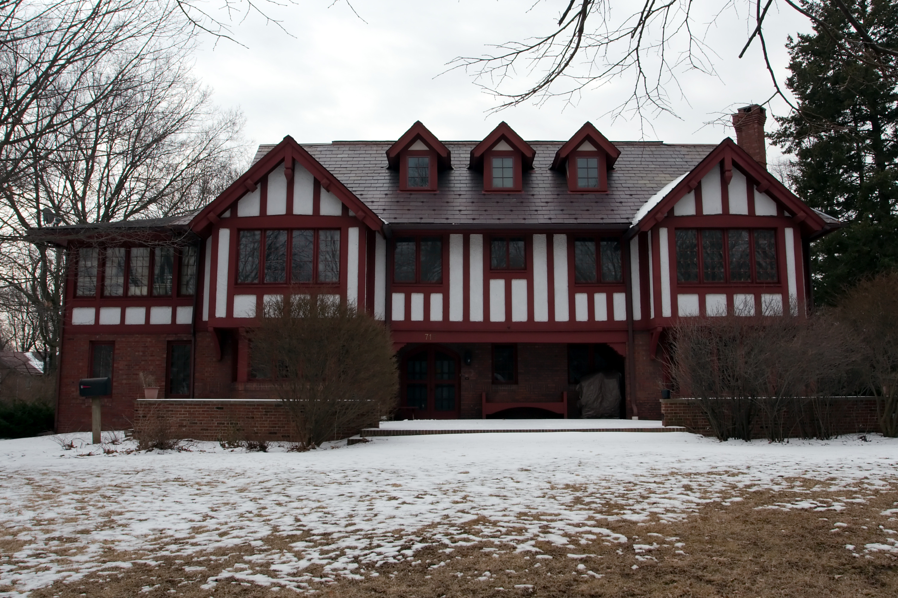 The home was originally constructed for the family of local banker Matthew Busey in 1914.