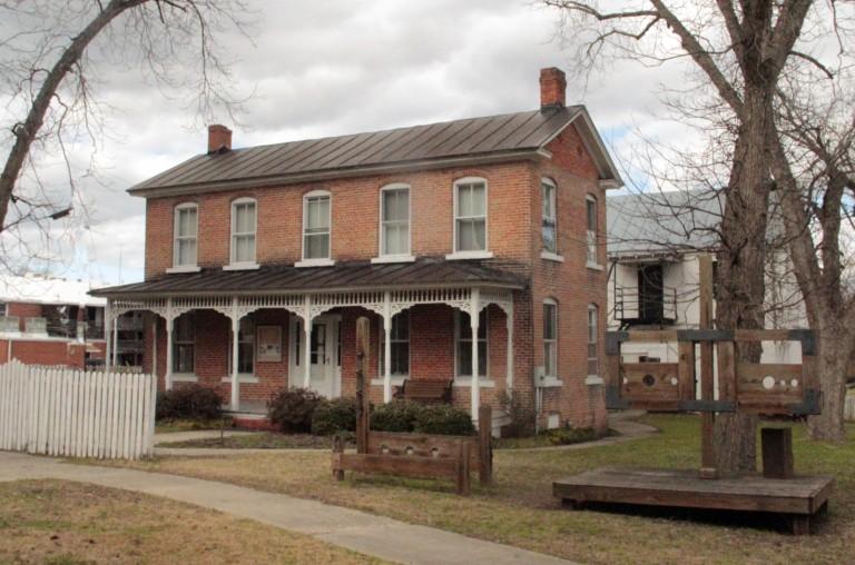 1905 Jailer's House