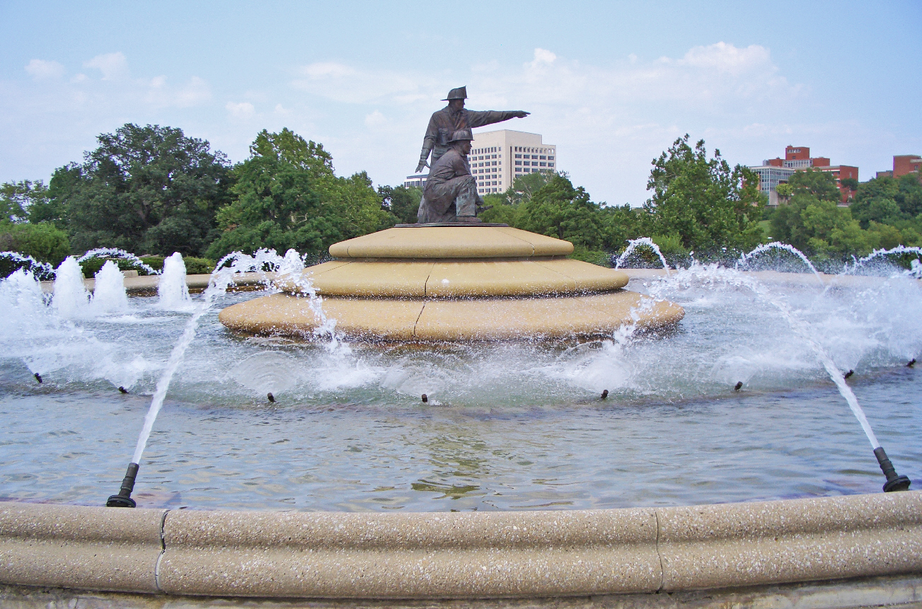 The memorial fountain was built in 1991 and is one of the largest in Kansas City. Image obtained from Wikimedia.