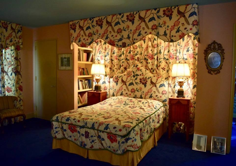 And a bedroom, whose modernity is somewhat offset by Chick's chintzy hand-sewn bedspread'n'curtain set.