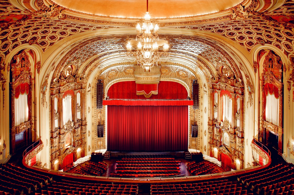 The theater is well know for its luxurious interior ornamentation, which includes gold leafing and crystal chandeliers. Image obtained from Venue Report.