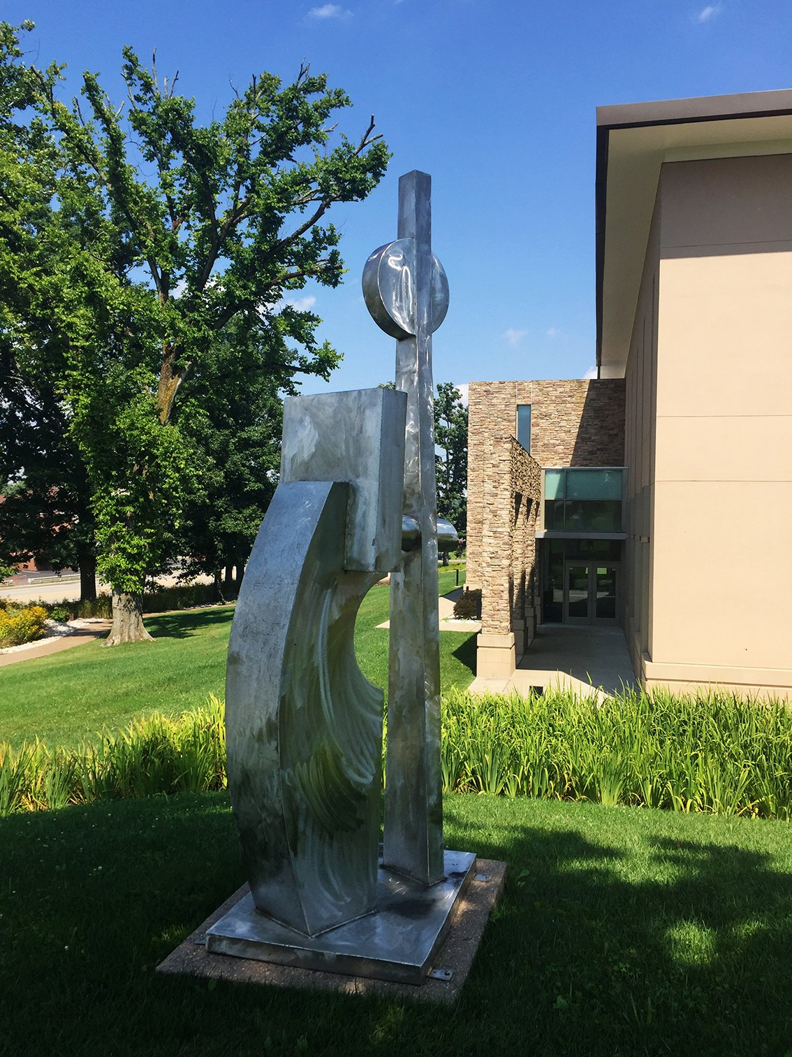 "Wayne Trapp's ""The Spirit of Growth."" Trapp specializes in large outdoor sculpture. Also an oil painter, Trapp, according to his website, ""can no more give [sculpting] up than he can give up breathing."""
