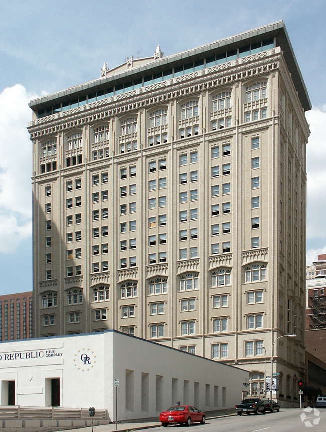 This building served as the clubhouse for the Kansas City Club from 1922-2001 and will soon become a hotel complex. Image obtained from apartments.com.