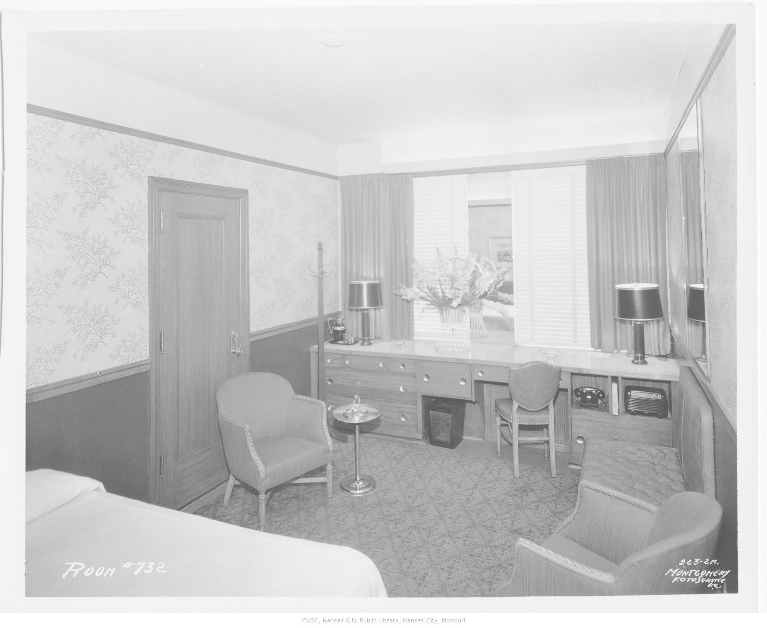 Standard hotel room in 1955. Image courtesy of the Missouri Valley Special Collections.