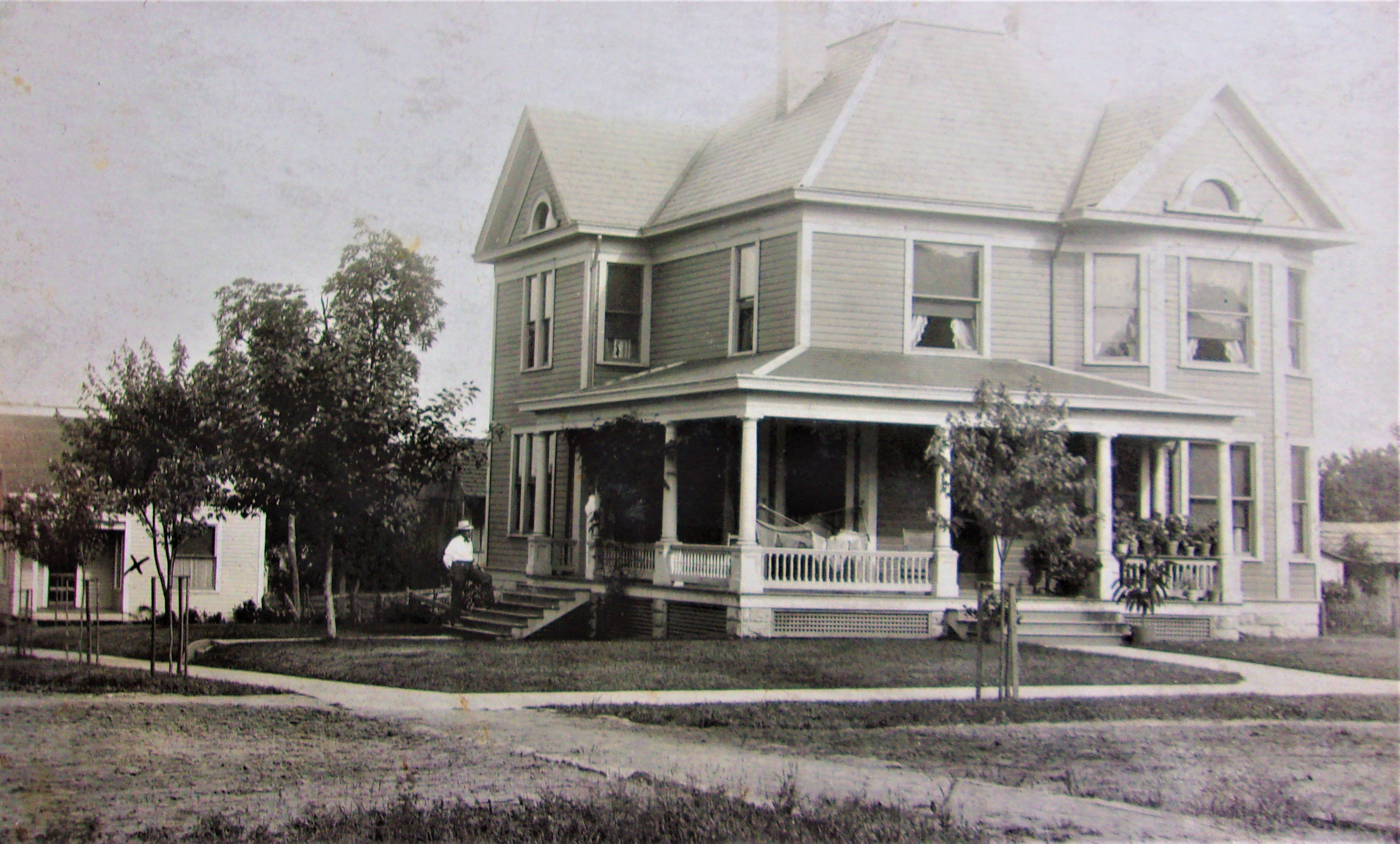 The Dr. Ira Lemley Residence in its heyday. The building to the left was Dr. Lemley's office where he practiced dentistry. It is now a private residence as well.
