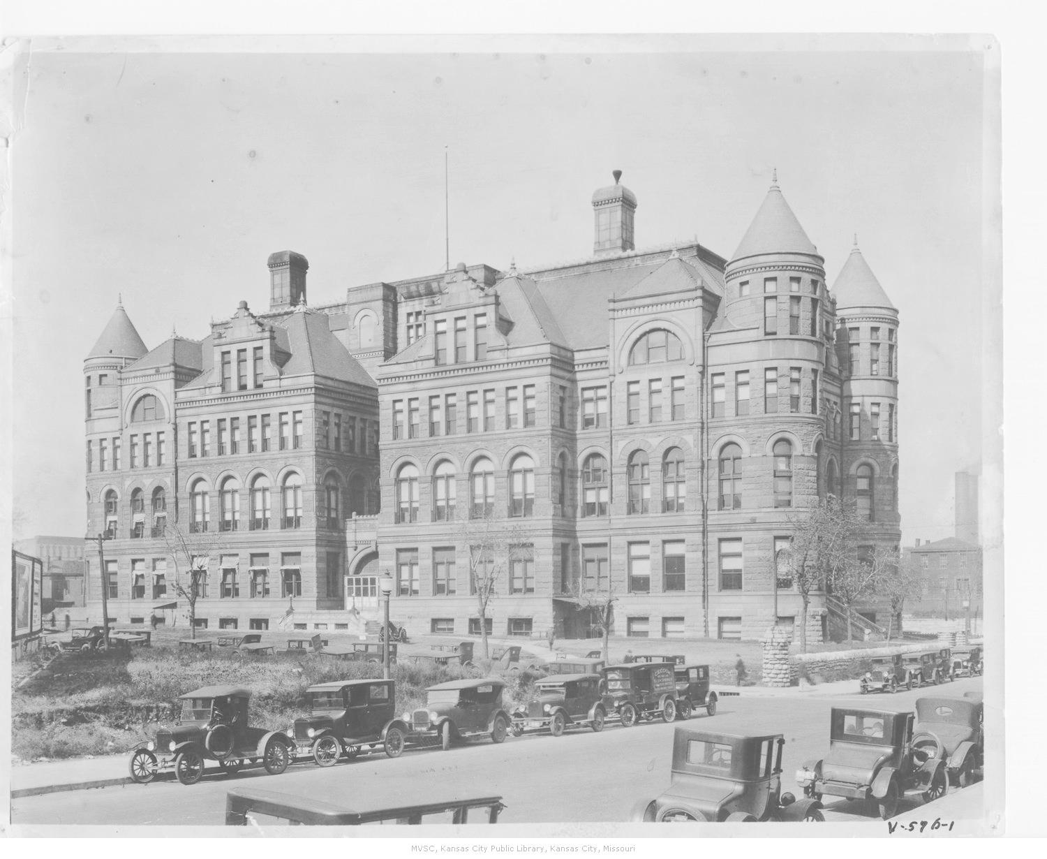 The second courthouse was built at Fifth and Oak Streets in 1892 and remained in use until 1934. Image courtesy of the Missouri Valley Special Collections.