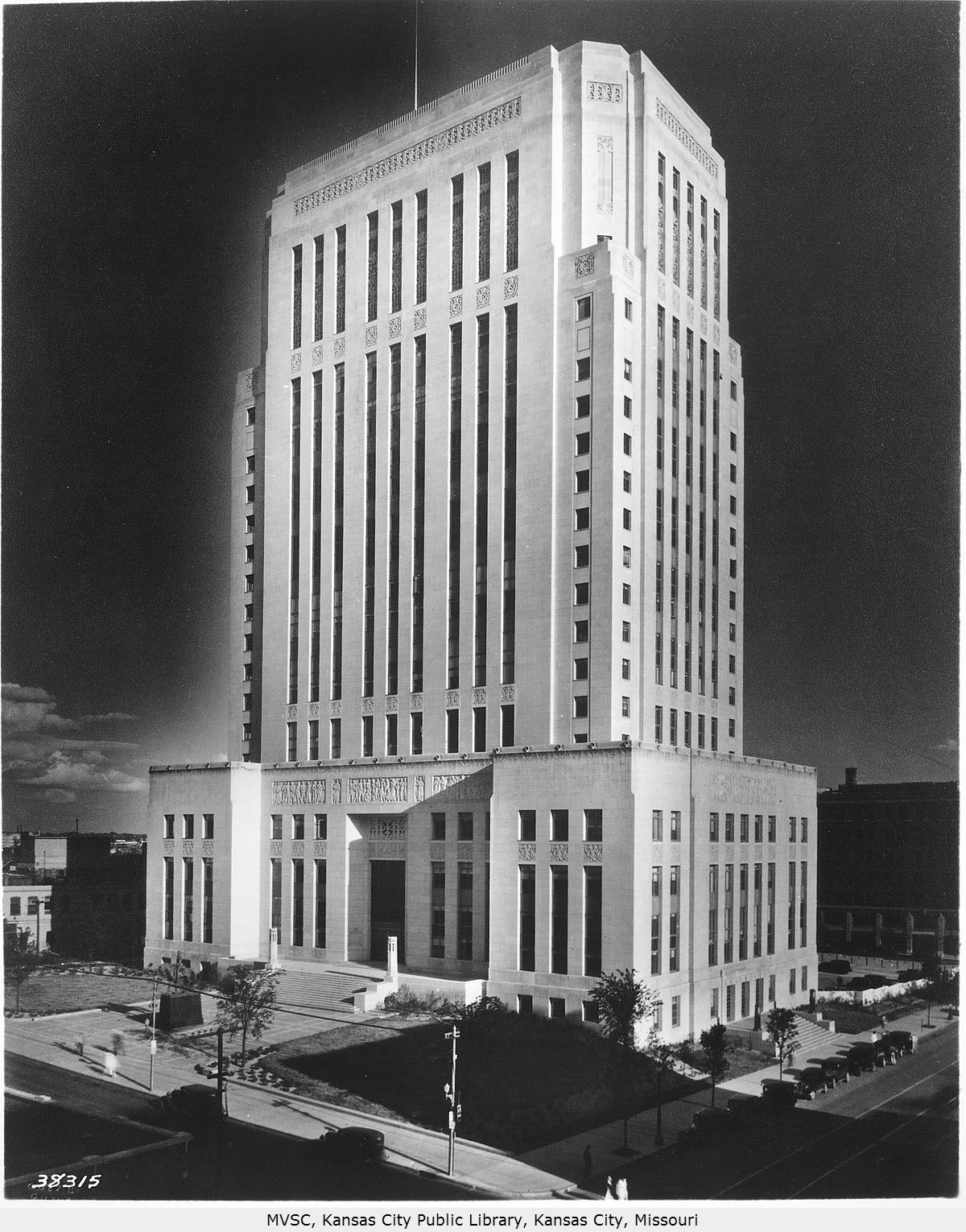 The current courthouse was constructed in 1934 in the Art Deco style. Image courtesy of the Missouri Valley Special Collections.