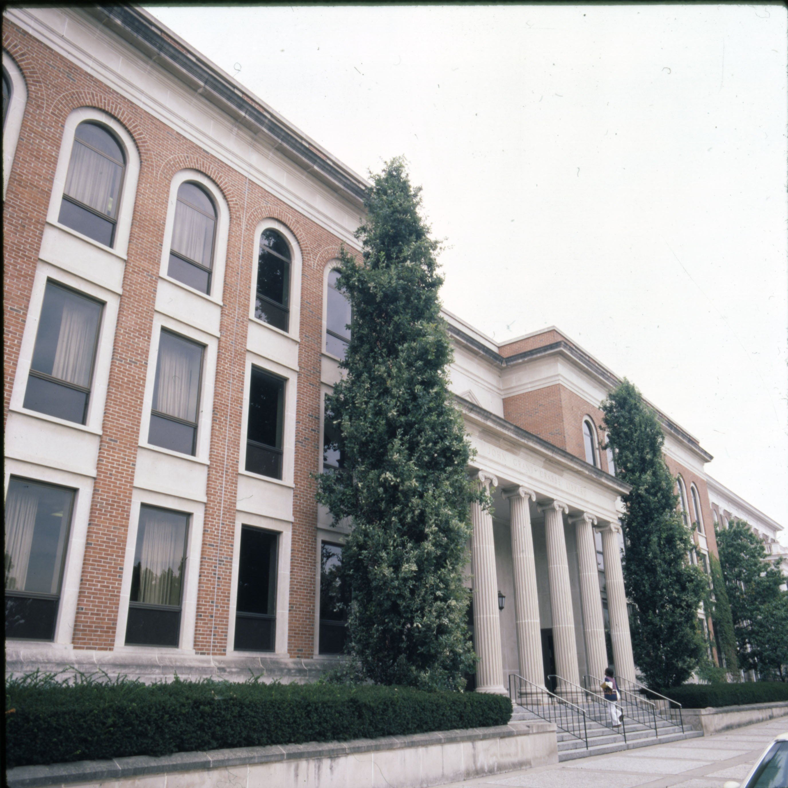Crabbe Library exterior. EKU Color Transparencies Collection.