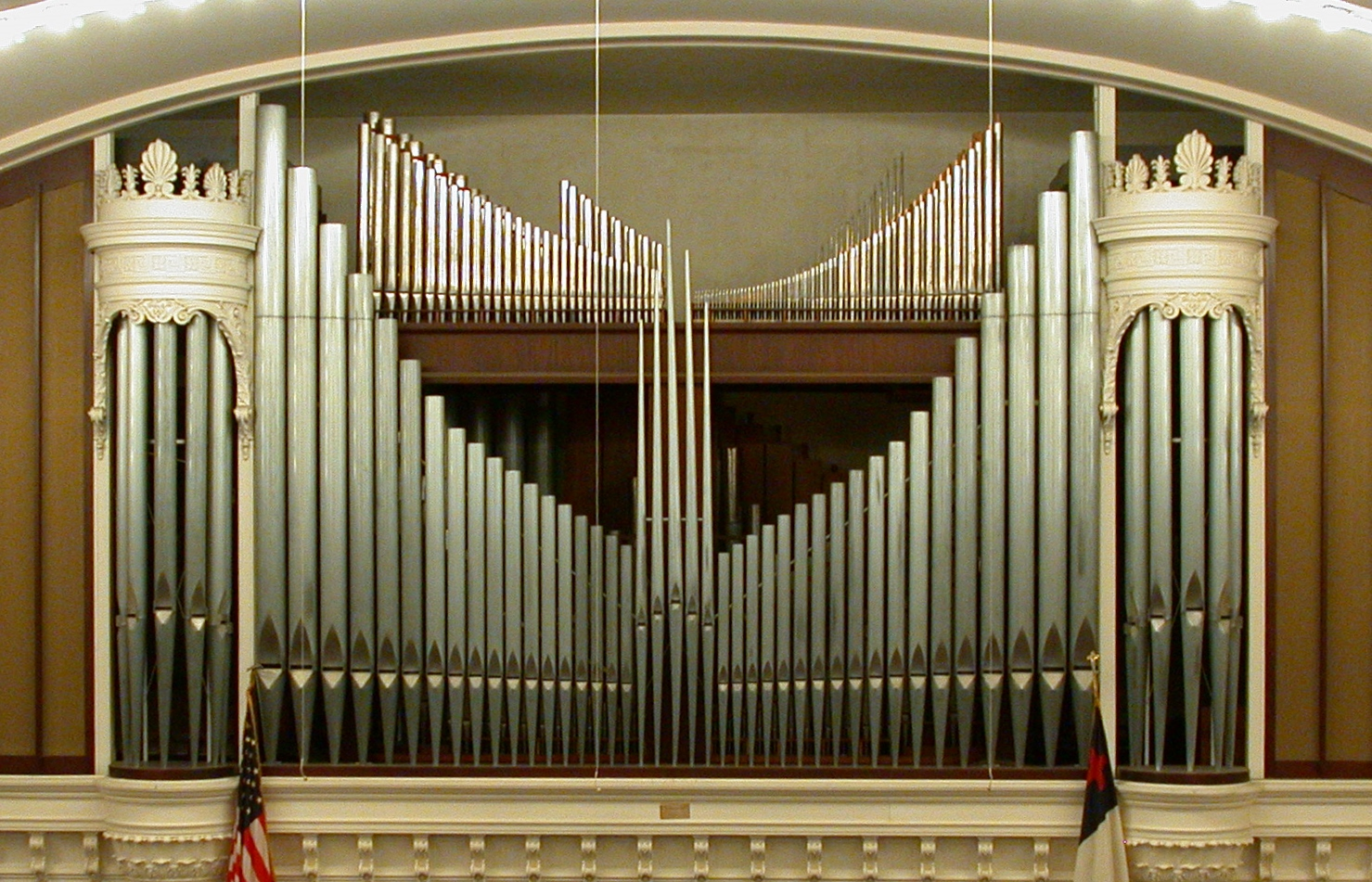 The sanctuary includes this Casavant Pipe Organ. Installed in 1968, it contains 3,366 pipes and took three years to construct. Image obtained from the Independence Boulevard Christian Church.