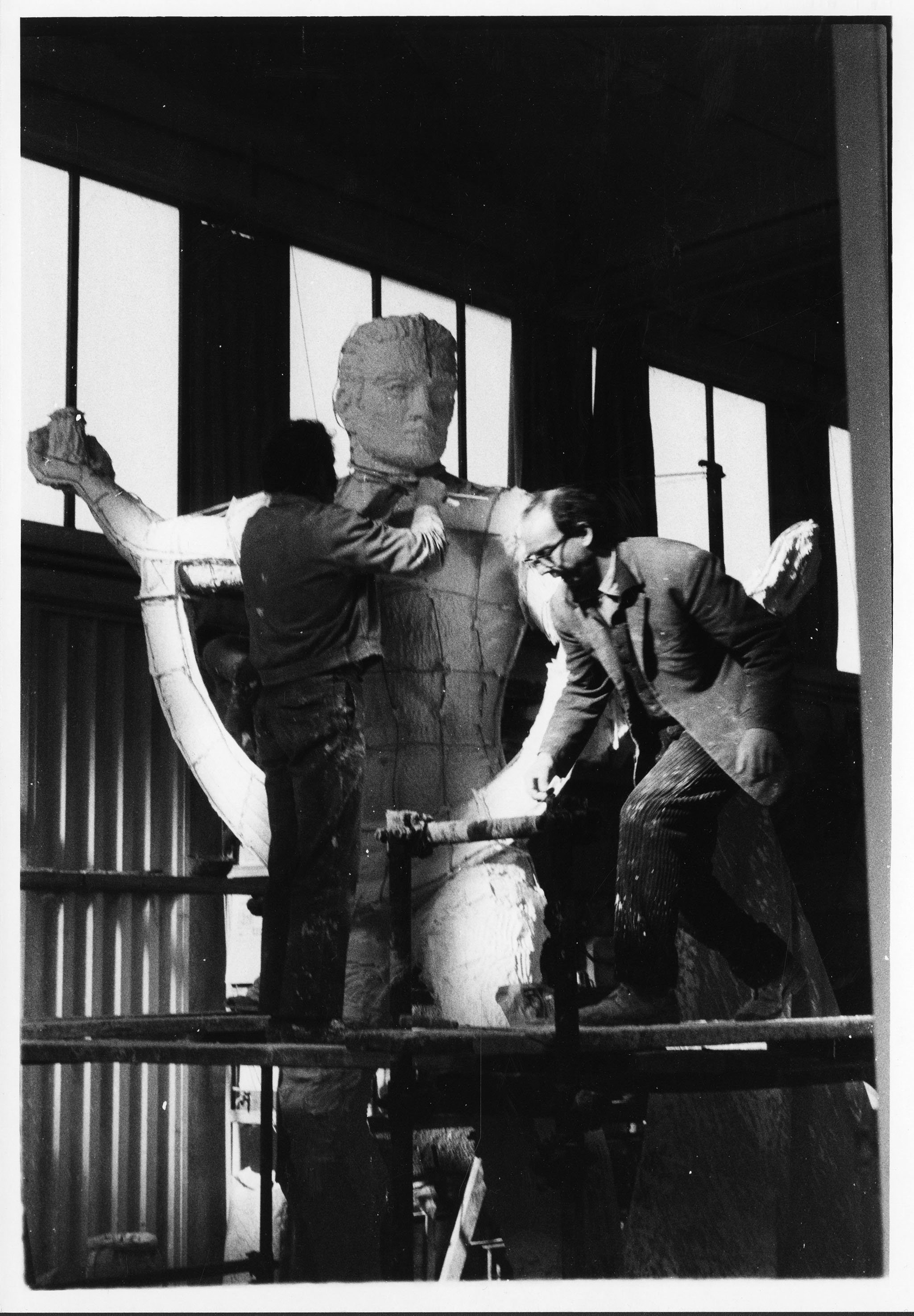 Felix De Weldon with Centennial Man during Construction in Rome. EKU Photograph Collection
