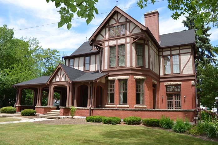 Photograph of the Elliott House.