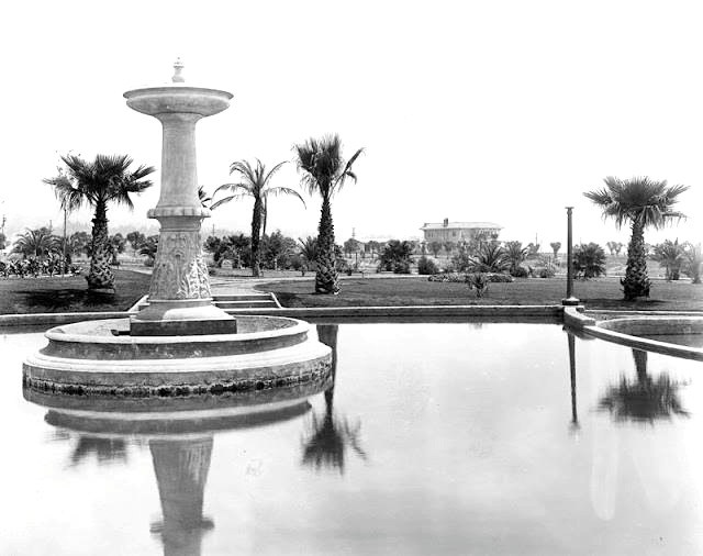 The fountain at Sunset Park (later to be renamed after Will Rogers), located across from the Beverly Hills Hotel on Sunset Blvd.