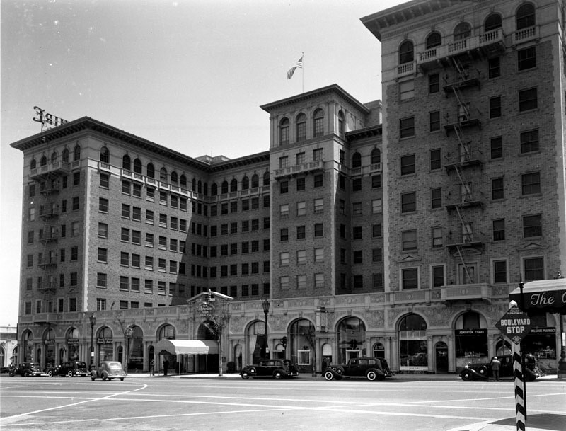 The Beverly Wilshire seen from the corner of Wilshire Blvd. and Rodeo Dr., 1939