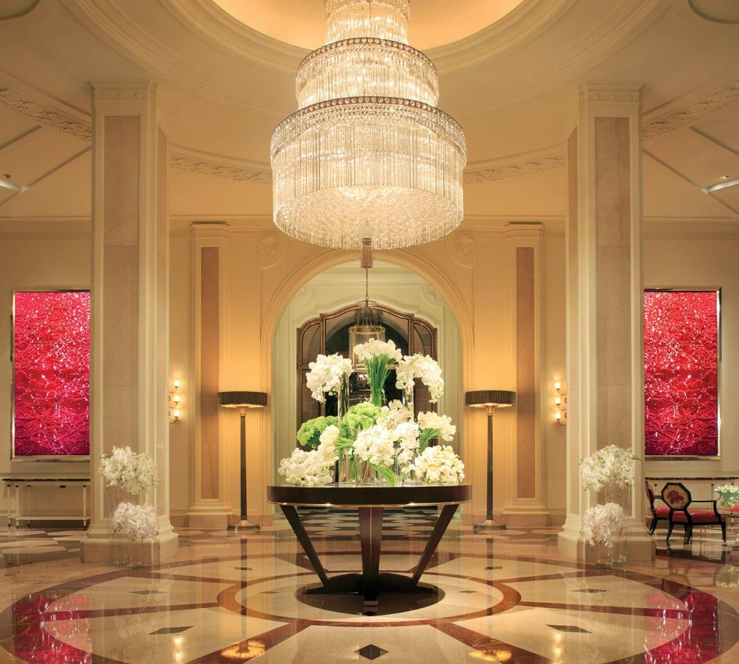 The lobby of the Beverly Wilshire in the 2000s