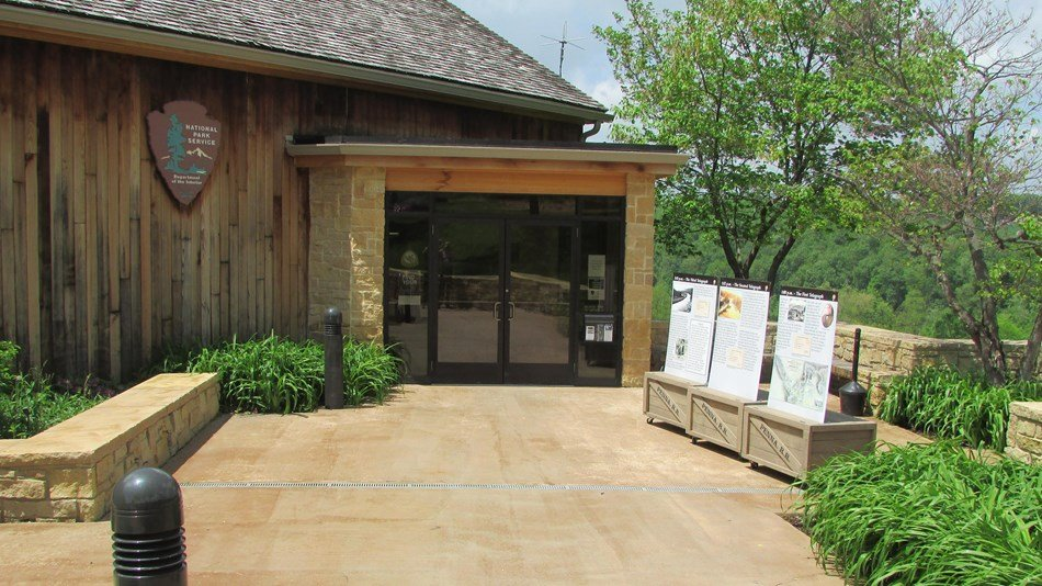 The entrance to the Lake View Visitor's Center.