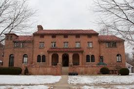 Phi Mu Sorority House By Dori - Own work, CC BY-SA 3.0 us, https://commons.wikimedia.org/w/index.php?curid=3686059