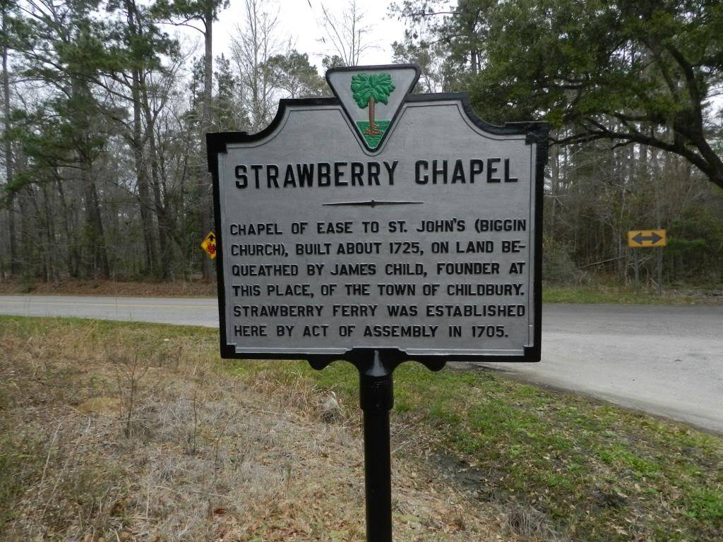 Marker located on the street for travelers to notice the Chapel.