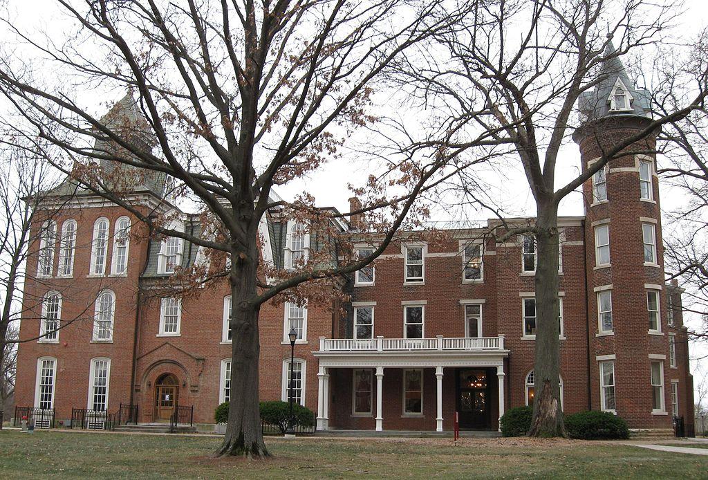 Senior Hall on the Stephens College