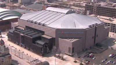 This arena was home to many Milwaukee sports teams between 1988 and 2018.