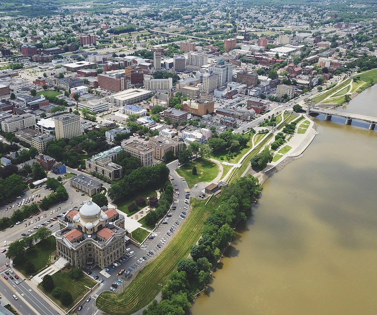 Aerial view of the courthouse and the city.