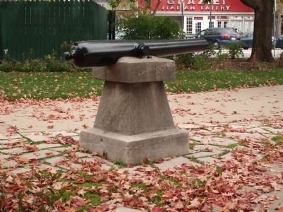 The Civil War Memorial was erected in 1909 to honor those who served in that war. Its centerpiece is an actual canon from 1864.