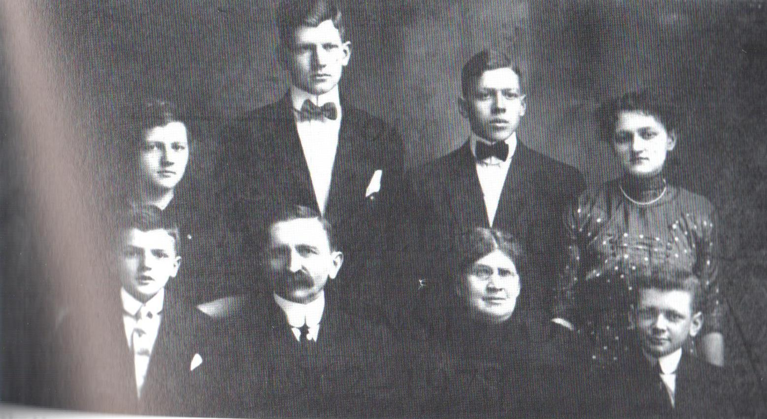 Image of the Montgomery family, a very influential family in Muskingum's history. Patton Hall was named after Emma Patton Montgomery.