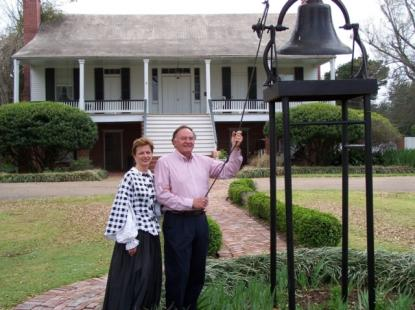 Buddy and Lynette Tanner in front of the plantation home