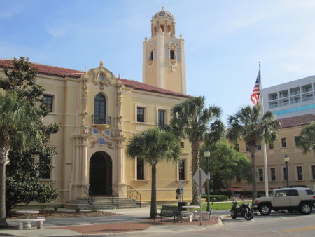 The courthouse was designed by local architect Dwight Burns whose Mediterranean Revival style of building design both reflected and reinforced the designs of other Florida architects.