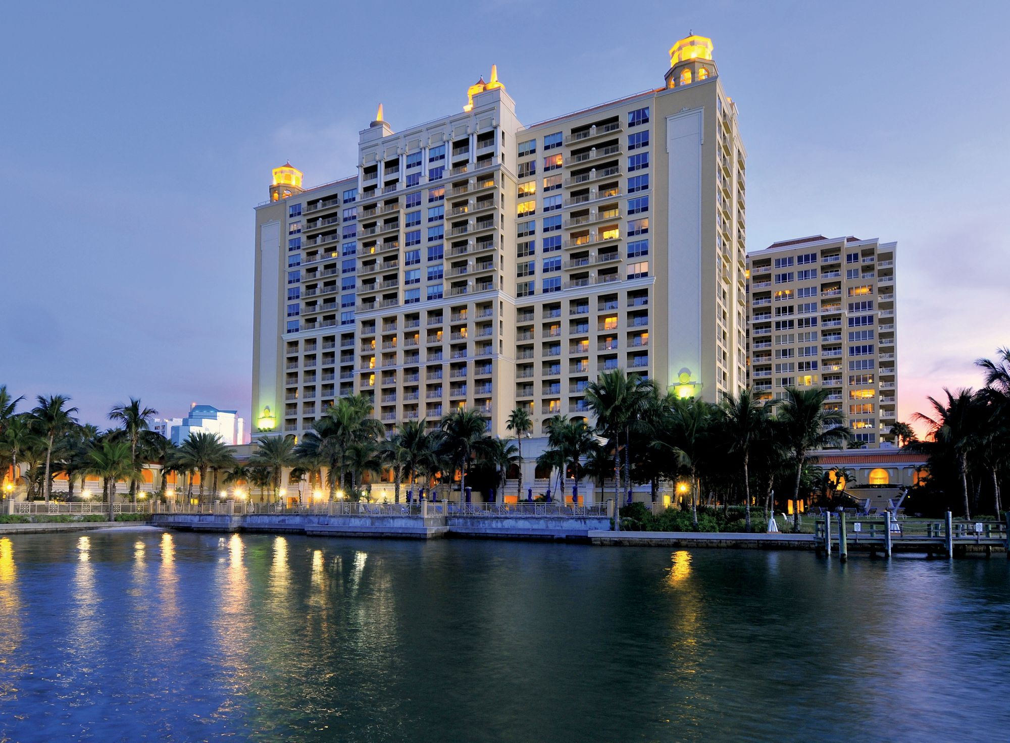 The Ritz-Carlton was constructed in 2001 on the very spot the El Verona was located.