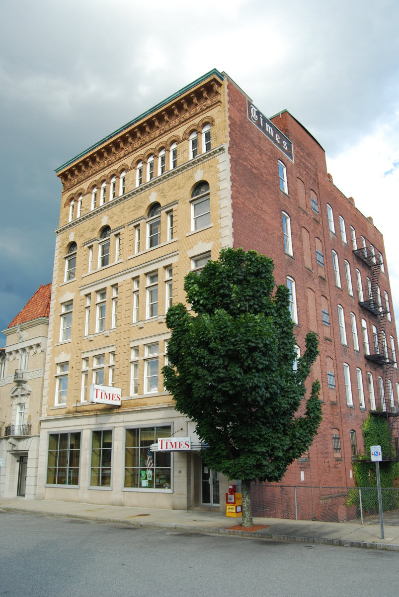 2009 Photo of the Times Building. The Times publishes in a different building but still uses this building for its offices.