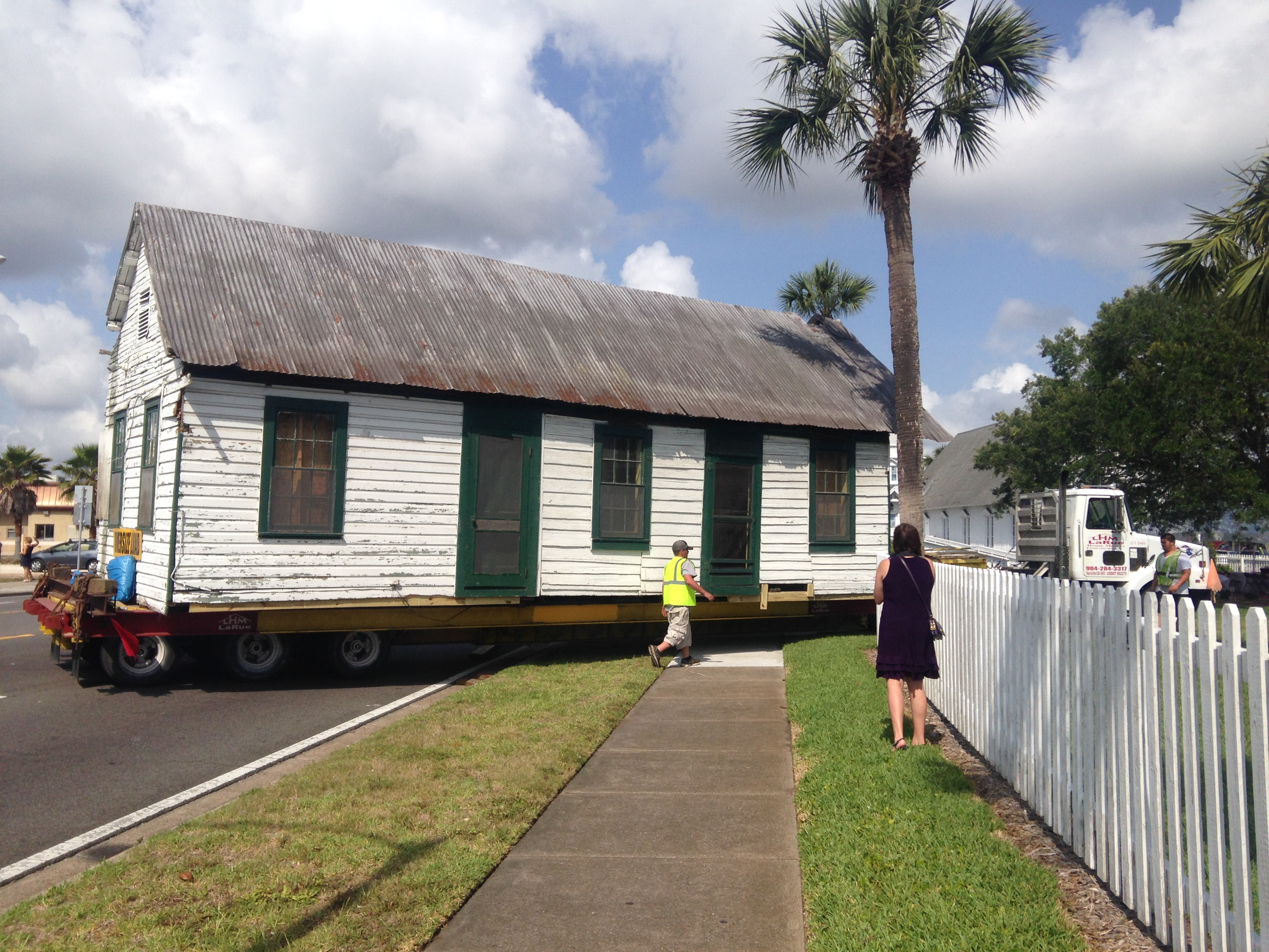 The cabin arriving at the History Park