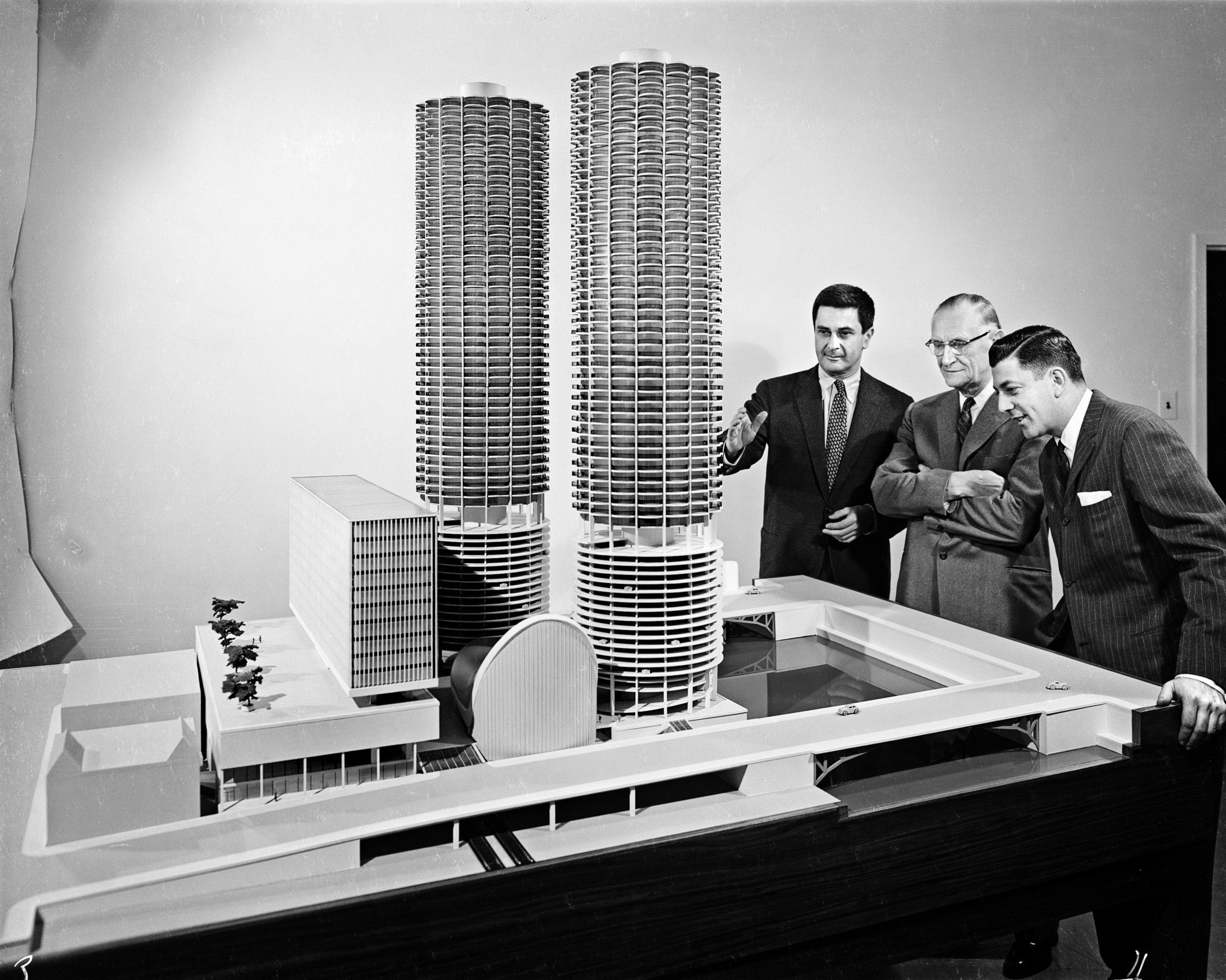 Bertrand Goldberg, left, with a scale model of Marina City.