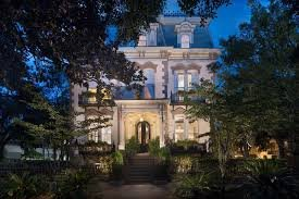 The front view of the inn in the evening. Retrieved from Expedia. https://www.expedia.co.uk/Savannah-Hotels-Hamilton-Turner-Inn.h2891097.Hotel-Information