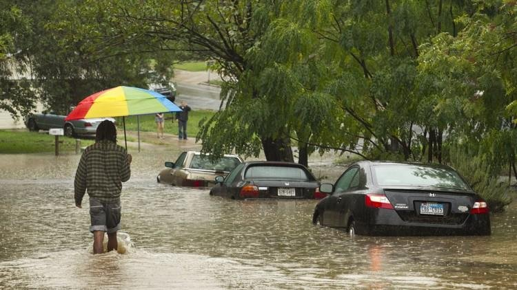 These are houses in Heartwood Dr that is located right next to Williamson Creek during the 2013 Halloween Flood.