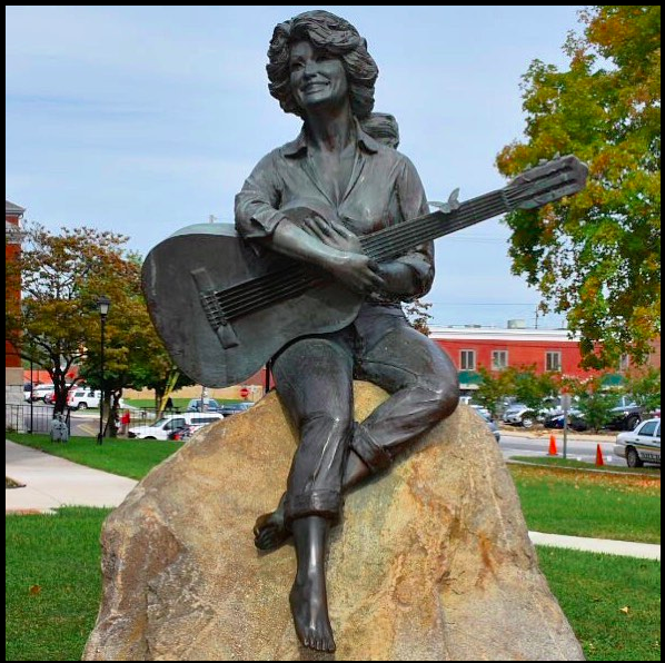 Bronzed statue of Dolly Parton in Sevierville, TN.