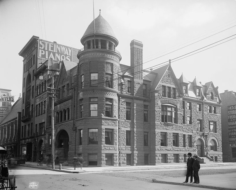 The Toledo Club's former location on Madison Avenue, around the turn of the century.