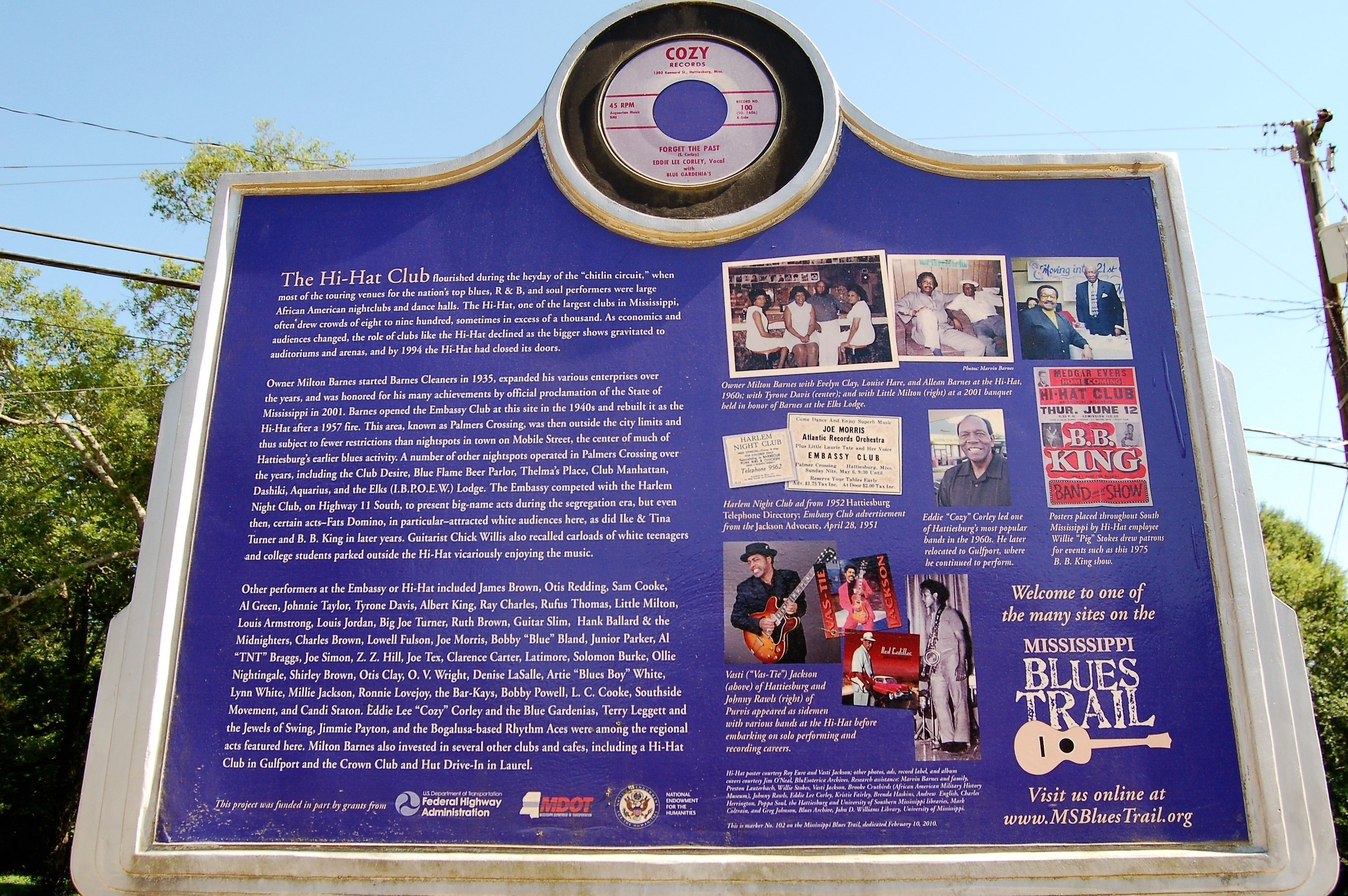 The back of the Hi-Hat club marker explaining the Mississippi Blues Trail more in-depth.