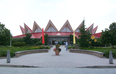 The Tamarack center, with its curved shape and red peaks, was modeled after a traditional star-shaped quilting pattern. Image obtained from Wikipedia.